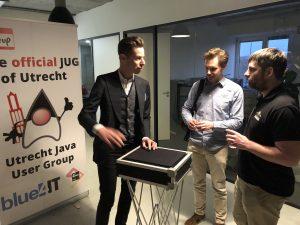 Goochelaar tijdens jubileum meetup Utrecht JUG